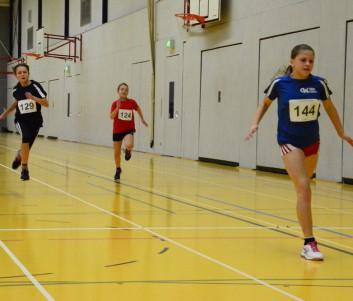 Chiara Boy geht als erstes über die Line beim 50m Sprint