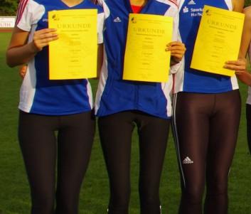 Bei der Siegerehrung (von links): Ann-Kathrin Balduhn, Josefine Meyer-Ranke und Carlotta Meyer-Ranke