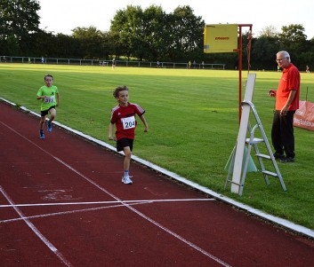Mika Liam Madsen (Nr. 204) wird zweiter über die 1000m. Hinter ihm folgen Leon (Nr. 313) und Lennard Heidecke