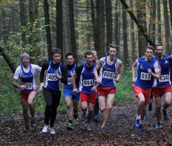 Start über 5000m der Männer und der männlichen Jugend