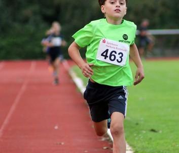 Lennard Heidecke konnte den Bezirksrekord über 800m in der M9 um mehrere Sekunden verbessern.