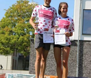 Jannik Schütt und Ann-Kathrin Balduhn im Bergtrikot beim Brunsberglauf