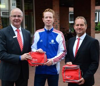 Freuen sich auf die zukünftige Zusammenarbeit (von links): Wilfried Wiegel (Sparkasse), Tim Tomczak (LG Nordheide) und Ralph Böer (Sparkasse)