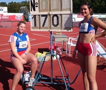Jennifer Soetebier (rechts) wurde mit 1,70m Landesmeisterin im Hochsprung. Chiara Boy (links) lief in neuer persönlicher Bestzeit zu Bronze über die 100 m Hürden
