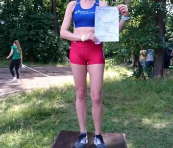 Über 5000m konnte Justyna Kwiatkowska in der Altersklasse W35 alle hinter sich lassen und lief in 19:18,45 zu ihrem ersten Landestitel.